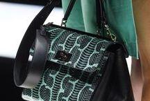 Kabelky / Dámské tašky a kabelky, šály, šátky