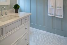 Bathroom Decorating Ideas / Ideas for decorating your bathroom on a budget. Inexpensive DIY bathroom decor you can do or make yourself.
