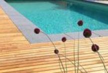 Terrassen aus edlem Robinienholz / Eine schön gestaltete Holzterrasse ist ein perfekter Ort, um sich zu entspannen und mal die Seele baumeln zu lassen. Wer Wert legt auf Haltbarkeit und Ökologie zugleich, kommt um die europäische Robinie nicht herum. Sie kann es von der Dauerhaftigkeit und Belastbarkeit her mit Teak oder Bangkirai aufnehmen. Robinienholz ist somit die sinnvolle, ökologische Alternative zu Tropenholz!