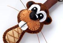 Breloczki z filcu- zwierzęta/ Pendants made of felt- animals / Miśki, Zdziśki i inne zwierzaki do torby i pod pachy. Uszyte ręcznie z najlepszej jakości filcu, z dbałością o szczegóły. Wypchane watoliną, poczuciem humoru, odrobiną złośliwości i przekory :) Dużo ich wyskakuje z mojego szkicownika a każdy jest jedyny w swoim rodzaju :)