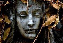 La vida secreta de las estatuas / http://vidasecretaestatuas.blogspot.com.es/  Sueños y vidas detenidas en poesia eterna..Cuántos secretos esconderán bajo la fria piel...