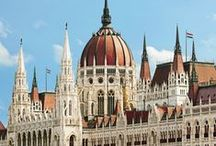 Parlamentek, városházák