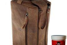 Kulturtaschen aus Leder / Falls Sie nicht möchten, dass sich Ihre Hygieneausstattung planlos in Ihrem Koffer verteilt, dann empfehlen wir Ihnen unsere einzigartigen Kulturtaschen. Diese sind nicht nur besonders praktisch, sondern zugleich ausgesprochene optische Hingucker.