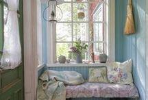 Erikas hus: Verandan / #byggnadsvård #gamla #hus #veranda #pardörrar #fönster #pärlspont #loppisfynd