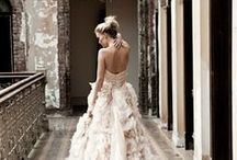 Stunning Wedding Dresses / A collection of some seriously stunning wedding dresses