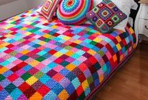 Crochet Patterns + Tutorials / Inspirations and free crochet patterns for beautiful and unique crochet blankets and afghans!  Curated by colourandcotton.com