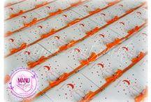 Gattini sotto un cielo pieno d'Amore /  Realizzate partecipazioni e bigliettini coordinati in bianco e arancione, per il matrimonio di due sposini nel giugno 2014.  Illustrazione © Vanessa D'Alba.