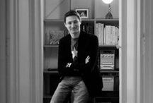 Damien Aspe,  Artiste Plasticien Multimédia / Damien Aspe est un artiste français né à Toulouse.  En plaçant l'outil informatique au centre de ses créations, Damien Aspe rend visible ce qui au quotidien, reste aux yeux de tous, invisible. Sporting Promotion vous présente ses réalisations.