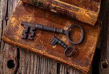 Libros antiguos, raros o excepcionales / Libros que por su año de edición y/o su encuadernación y/o sus circunstancias históricas merecerían ser parte de una colección para la posteridad.
