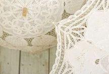 Wedding Gadget / Oggetti vari da utilizzare durante un matrimonio,  dal parasole ai ventagli per le giornate più calde, alla macchina fotografica usa e getta. Tutti gadget che gli sposi potranno mettere a disposizione degli ospiti.