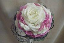Bouquet with only one flower. / Bouquet creato con un solo fiore. Una soluzione sempre vincente perchè, come si dice, less is more! Un'idea sicuramente originale, chic e di forte tendenza. Minimalista ma di grande impatto.…il segreto è scegliere un fiore generoso .