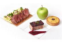 Plateaux repas / Pour vos déjeuners d'affaires, nos plateaux repas sont présentés dans une boîte plateau avec des couverts modernes en inox, un gobelet en verre, un pain croustillant, de la fleur de sel de Noirmoutier et du poivre 5 baies. Maison Pradier vous propose la livraison de plateaux repas pour vos déjeuners et réunions d'affaires.