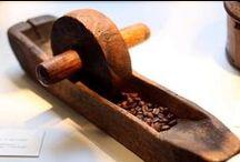 COFFEE GRINDERS ✔ KÁVOVÉ MLÝNKY ✔ MLÝNKY NA KÁVU / Které mlýnky na kávu vylepší přípravu oblíbeného nápoje? Co by takové mlýnky na kávu měly splňovat? Vybíráte-li kávomlýnek pro využití v kavárně, restauraci, baru či obchodě?  Koupit mlýnek ruční? Nebo mlýnek elektrický? Podle čeho zvolit mlýnek na kávu? Kávové mlýnky • Mlýnky na kávu • Kávomlýnky • Kavárenské mlýnky • Mlýnků na kávu s různým způsobem mletí • Ruční a elektrický mlýnek na kávu • Ruční mlýnek s mlecími kameny a ocelovými noži. Průvodce kuchyňskými spotřebiči.