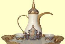MOROCCAN TEA ☪ / Moroccan Tea / Marocký mátový čaj. Máta peprná, máta marocká (máta kadeřavá). Marocký mátový čaj: Mátu a cukr vložíme do konvice, přelijeme vroucí vodou a necháme 5 minut louhovat. Marocký mátový čaj scedíme a podáváme v šálcích s větvičkou čerstvé máty. Moroccan or Algerian mint tea (also mint tea, Tuareg tea, or Maghrebi mint tea), is a green tea • MAROCKÝ ČAJ • Příprava čaje v Maroku a Indii ☪ القهوة العربية ☪ القهوة