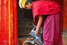 """TIBETAN TEA • BUTTER TEA / Tibetan tea / Butter tea, also known as po cha (Tibetan: བོད་ཇ་, Wylie: bod ja, """"Tibetan tea""""), cha süma (Tibetan: ཇ་སྲུབ་མ་, Wylie: ja srub ma, """"churned tea""""), Mandarin Chinese: sūyóu chá (酥油茶). Tibet - čaj s máslem a se solí. Každý Tibeťan vám poví, že nemá smysl začínat den bez velké misky čaje s jačím máslem. Tento nápoj se v oblasti Himalájí stal něčím víc, než jen osvěžujícím pitím."""