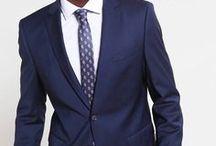 Zalando ♥ Apuesta ejecutiva / Los trajes y las corbatas son el fondo de armario de todo hombre de negocios. Pero la vida de un buen traje no acaba aquí: incorpóralo a bodas, entrevistas y reuniones importantes.