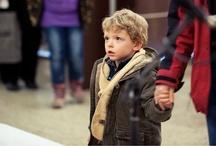 Adakozó Gospel '12 / Idén karácsonykor a KUL Alapítvány által támogatott, állami gondoskodásban élő gyerekek is a MOM Park vendégei lesznek. Azonban nem egyszerűen vendégségbe érkeznek, hanem ünnepi programunkban aktív szerepet is vállaltak - a bevásárlóközpont -1 szintjén, a karácsonyfa melletti színpadon betlehemi műsort mutatnak be a Bokréta Lakásotthon kis lakói.