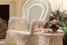 Плетеная мебель. И корзинки для пикника.