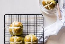 Easter Recipes - Dinners, Desserts & Brunch / Simple and easy Easter recipes, Easter recipes dinner, Easter recipes dessert, Easter recipes brunch, hot cross buns easy, hot cross buns recipe, Easter recipe ideas, Greek easter recipes, Italian Easter recipes, English Easter food, English Easter traditions, Easter food ideas, Easter food brunch, Easter food dinner, Easter food dessert