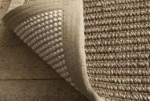 Metamorfose vloerkleed / Verander je interieur stijl in een 'karpet omdraai'. Met het Metamorfose vloerkleed heb je twee karpetten in één. Een uniek concept waarbij je aan beide zijden over een ander vloerkleed beschikt. Leuk als je in je interieur tussen stijlen wil kunnen wisselen!