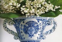 A passion for blue and white / Beautiful rooms, flowers, vignettes, table settings using the blue and white combination
