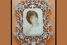 Engraving on frame / Engravings of images and photos on wooden frame. Made in Italy.