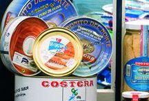 """Bonito del Norte en Aceite de Oliva / El Atún Blanco (Bonito del Norte), es pescado por la Flota Cantábrica a caña y con otros métodos tradicionales respetuosos con el medio ambiente. Comprobando su frescura """"a pié de barco"""" es seleccionado y rápidamente transportado en frío. Ya en fábrica, se procede a su elaboración artesanal (en fresco), bajo un riguroso control sanitario, esterilizaciones, incubaciones y registro de trazabilidad. http://www.costera.es/controler.php?secc=catalogo&idc=17&lang="""