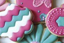 {Cortapastas } / Utensilios de repostería. Moldes de varios tamaños y formas para hacer adornos o para hacer galletas Acero y Poliotileno