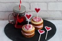 Baking Makes / Add a little decoration to your sweet treats.