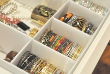 ORGANIZED JEWELRY / DIY jewelry organization and tips for never dealing with tangled necklaces again