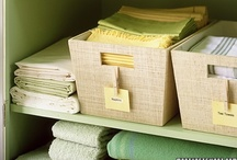 ORGANIZED CLOSET / Tips for organizing and maximizing closet space in the house, apartment or dorm room