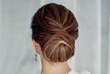 Chignons / Nos chignons se fixe facilement a l'aide de petites epingles fournis. Faite vous d'abord une queue de cheval avec vos propore cheveux. Placez les clips du chignon  sur l'intérieur de votre queue et placez  des épingles de cheveux autour de la base du chignon.  http://www.remyhair.fr/extension-cheveux-chignons / by R H Excellence