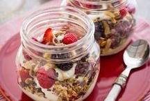 snack jars / Create rawesome snacks in a jar using chia pudding, coconut yogurt, fruits and raw vegan granola.. yummm ❤