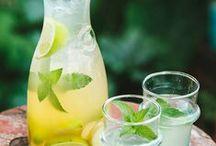 Erfrischende Sommerdrinks / Spritzig, erfrischend, nährstoffreich und gesund: vom Smoothie bis zum Sommercocktail ist hier alles vertreten!