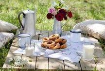 Picknick im Grünen / Es gibt nichts schöneres im Sommer, als ein entspanntes Picknick auf der Wiese. Wir packen unseren Picknickkorb und nehmen mit ...