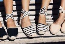 Schuhe & Accessoires / Wir sind Schuh-Sammler und Taschen-Träger, Sonnenbrillen-Käufer und Schmuck-Liebhaber. Ob flach oder hoch, Shopper oder Clutch, klein oder groß, auffallend oder schlicht-elegant: Accessoires verleihen unseren Outfits das gewisse Etwas!
