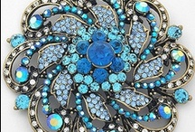 Brooches / Exquisite, expensive looking, very fashionable and dazzling!