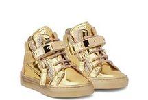 M i n i K i c k s / Mini style for their feet