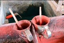 Zementfliesen-Herstellung von Mosáico / Prodution of Mosáico cement tiles / Kunstvoll: Mosáico-Zementfliesen werden von unseren Malems (Meister) Stück für Stück von Hand gegossen. In unserem Showroom in Köln zeigen wir Ihnen einen kleinen Querschnitt aus unserer breiten Palette an Zementfliesen in vielen Farben, Mustern und Formen.  Artfully: Each Mosáico cement tiles is made by hand by our Malems (Master). In our showroom in Cologne, you see a selection of our wide range of cement tiles in many colors, patterns and shapes.