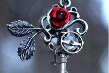 """Madness ~ Keys / Die Schlüssel sind ein wichtiger Teil meines Romans """"Madness ~ Das Land der tickenden Herzen"""", vielleicht könnt ihr ja bereits ahnen wieso... ♣ ♦ ♠ ♥"""