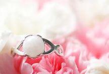 La Joie en Rose   Breast milk jewelry / The most beautiful #BreastMilkJewelry for your precious #keepsake! Les plus magnifiques #BijouxdeLaitMaternel pour votre précieux #souvenir!  https://lajoieenrose.ca/categorie-produit/bijoux-lait-maternel/