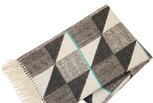 FUNKLE - Gullfuglen blanket with fringes - Dark grey