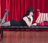 Magic Pin-Up / Mona Liza, pin-up e artista circense, homenageando o Dia do Mágico, no dia 31 de janeiro, data homenageada no Calendário de Pin-Ups Brasileiras beneficente do Universo Retrô.