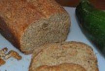 Veganes Brot / Hier findest du die Rezept von vegantwo.de für veganes Brot. Es ist nicht immer einfach Brot vegan im Supermarkt oder vom Bäcker zu bekommen.