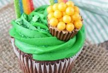 St Patricks's Day Recipes + Craft / Recipes, craft and printables for St Patrick's Day-  Irish drinks, treats, cookies, dinner ideas, traditional recipes!