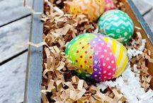 A HoneyBaked Easter / Hunt for new Easter recipes, tablescape inspiration and DIY floral centerpieces that will make your Easter dinner egg-cellent!