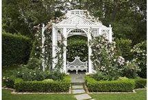 éléments de décor... au jardin / objets décoratifs contribuant à la création d'ambiance au jardin ; potées fleuris et jardinières, sculptures, etc. / by Guylaine Martineau