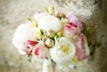 Wedding Flowers & Dekoration / Zarter, romantischer Blumenschmuck & Dekoration für unsere Traumhochzeit