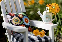 Garden Chairs / Great ideas for garden chairs. You can even few make a few of them right at home.