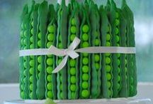 Baby Shower Peas in a Pod / Peas in a pod Theme ideas! Pea in a pod Party cake ideas, Peas in a pod dessert table, Peas in a pod Party decorations and supplies, Invitations and Favors for a memorable Peas in a pod baby shower party, games, FREE party printables @ www.babyshowerideas4U.com